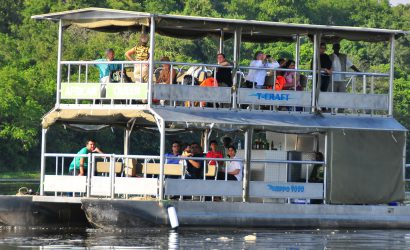 Boat cruise on along the Nile in Murchison Falls National Park